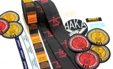 ป้ายยี่ห้อเสื้อ ป้ายตราติดเสื้อ รับทำป้ายตราเสื้อ : Woven Label